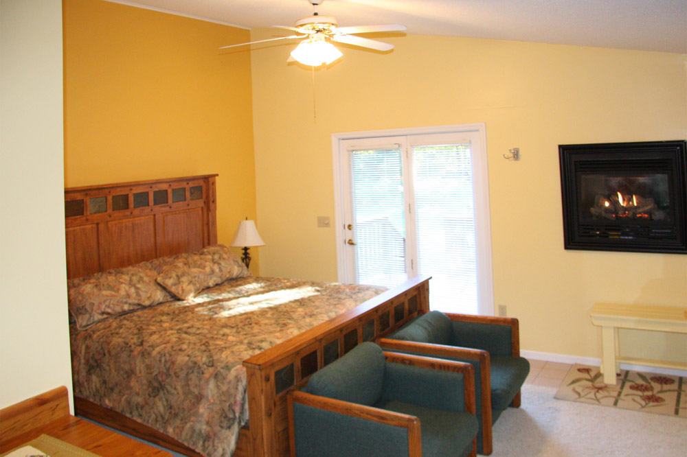 Sunrise guest room - The LadySlipper Inn B&B